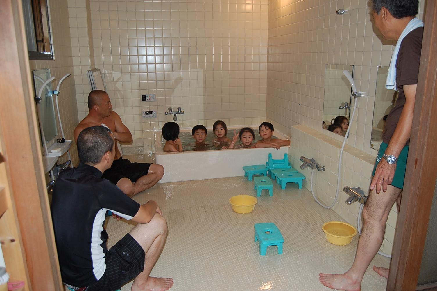 おとまりかいお風呂 プールのあとはお風呂にはいります。